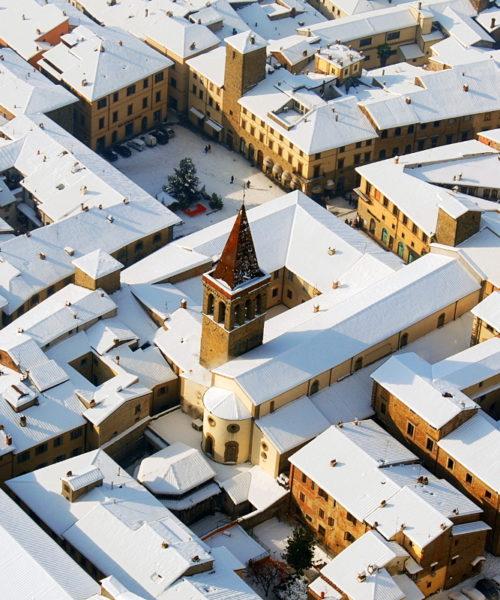 Borgo tetti bianchi foto di<br> Luigi Monti